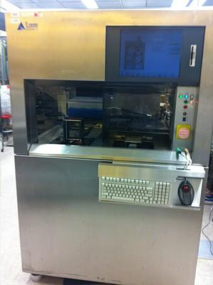 photo of lampoly etcher in SNF cleanroom